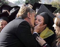 Виктор Ющенко целует студентку во время встречи с преподавателями и студентами Волынского государственного университета им. Леси Украинки в Луцке. 26 сентября