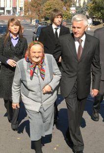 С матерью и детьми в день голосования