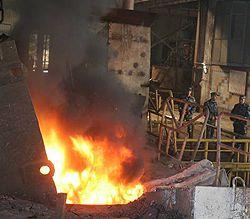 Работники завода «Киевтрактородеталь» сжигают в печи изъятые наркотические, психотропные вещества в присутствии представителей специальной комиссии Службы безопасности Украины