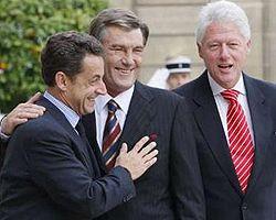 Виктор ЮЩЕНКО, Николя САРКОЗИ и Билл КЛИНТОН. Фото Reuters