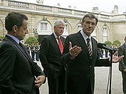 Виктор ЮЩЕНКО, Николя САРКОЗИ и Билл КЛИНТОН. Фото AP