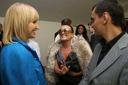 Елена Франчук общается со своей подругой Натальей Могилевской