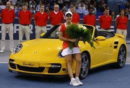 Жюстин Энен и ее призовой Порш 911 Турбо