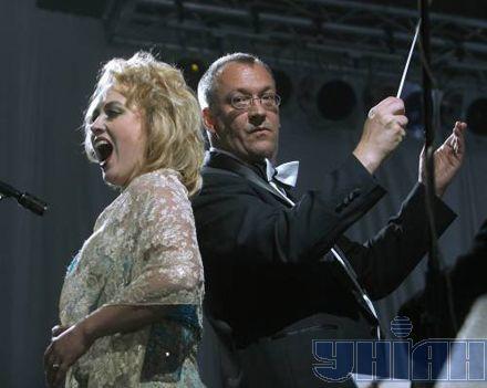 Дирижер Вольфрам Розенберг (Германия) и оперная певица, сопрано Казарина Кореззи (Румыния)