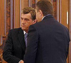 Віктор Ющенко та Віктор Янукович під час зустрічі у Секретаріаті Президента.  Київ, 8 жовтня