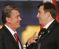 Виктор Ющенко и Михаил Саакашвили общаются во время Энергетического саммита. Вильнюс, 10 октября