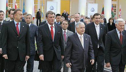 Ющенко, Алиев, Адамкус, Качиньський, Саакашили