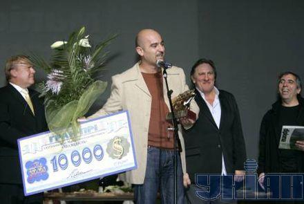 Ізраїльський режиссер Еран Колірін демонструє свої призи