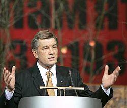 Виктор Ющенко выступает во время церемонии открытия выставки «Украина помнит! Голодомор 1932-1933 гг. – геноцид Украинского народа». Киев, 21 ноября
