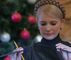 Юлия Тимошенко зачитывает свой бюджетный план на 2008 год во время заседания Кабмина. Киев, 26 декабря
