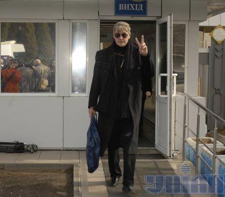 Александр Абдулов в аэропорту «Борисполь», 7 марта 2007 г. Фото Олега Гордиенко.
