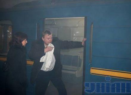На главном вагоне загорелся предохранитель.  Машинист использовал огнетушитель для ликвидации очага.