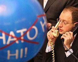 Арсеній Яценюк у заблокованій президії Верховної Ради. Київ, 12 лютого
