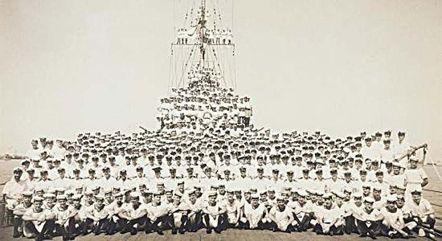 """Команда крейсера """"Сідней"""" за два тижні до загибелі"""