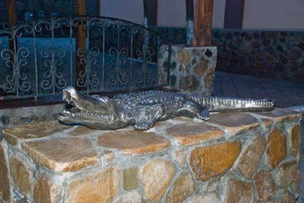 Уже прошло ровно три года,как памятник крокодилу Годзилле установили напротив входа одного из кафе на Приморском...