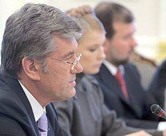 Віктор Ющенко, Юлія Тимошенко і Віктор Балога на засіданні Ради національної безпеки та оборони України. Київ, 16 травня