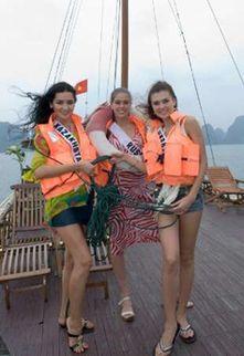 Міс Казахстан Альфіна Насирова, міс Росія Вера Красова і міс Україна Елеонора Масалаб