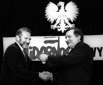 ... с Лехом Валенсой, апрель 1989 г.