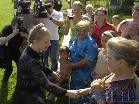 Премьер-министр Украины Юлия Тимошенко в с. Горное (Николаевский р-н, Львовская обл.)