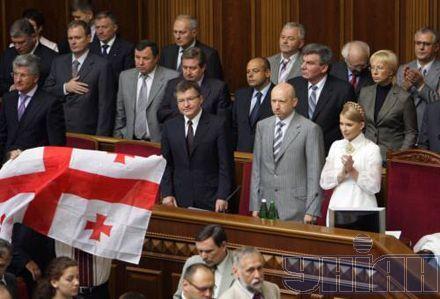 Регіонали думають про імпічмент, нашоукраїнці - про Грузію, БЮТ - про шахтарів, а Литвин обіцяє закидати всіх гноєм