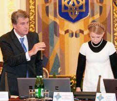 Віктор Ющенко і Юлія Тимошенко на засіданні РНБО. Київ, 13 жовтня