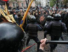 """Милиция не пропускает на Крещатик участников """"альтернативного марша"""" за признание УПА, 18 октября 2008 г."""