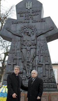 Президенти України та Польщі біля пам`ятника жертвам більшовицьких репресій на майдані Свободи у Бродах