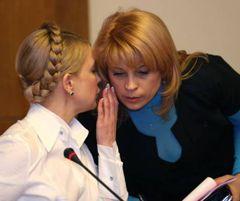 Юлия Тимошенко и Марина Сорока во время внеочередного заседания Кабинета министров. Киев, 16 марта