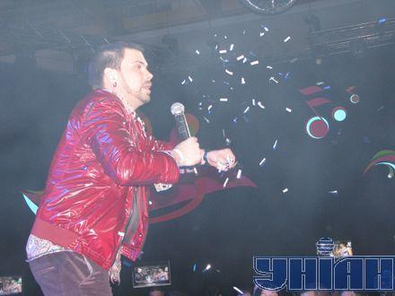 Интарс Бусулис из Латвии поздравил гостей вечеринки с Днем Победы