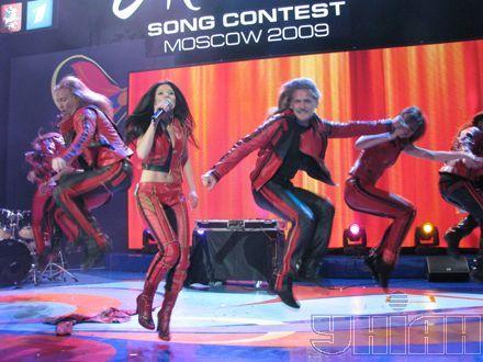 Дикая энергия победительницы Евровидения-2004 Русланы вырвалась и в Москве...
