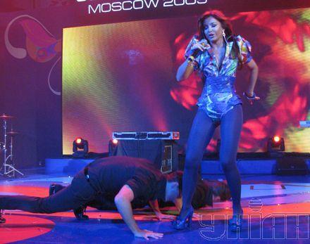 """Новый костюм Ани Лорак произвел неизгладимое впечатление – мужчины в """"Евродоме"""" падали штабелями"""