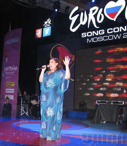 Конкурсантка из Мальты Кьяра проникновенно спела о любви