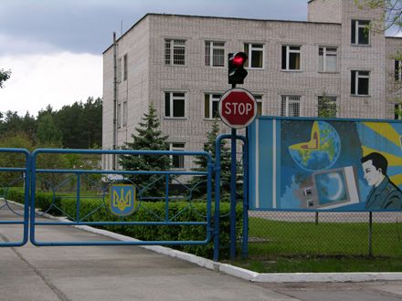КПП на одной из двух военных частей Макарова-1