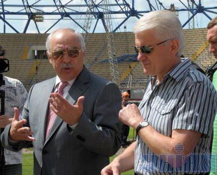 Перший віце-президент Федерації футболу України Сергій Стороженко та Голова Верховної Ради Володимир Литвин