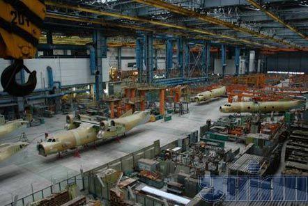 Самолеты Ан-32 в цеху завода «Авиант»