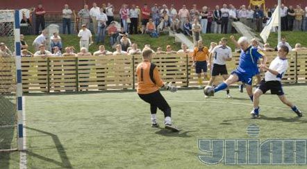 Владимир Литвин во время футбольного матча со сборной Здолбуновского района. 27 июня
