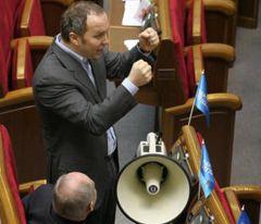Нестор Шуфрич в зале ВР. По сообщениям СМИ, вчера Шуфрич избил своего однопартийца Левочкина.
