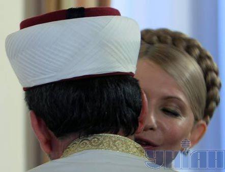 Головний муфтій України шейх Ахмед Тамім вітається із прем'єр-міністром