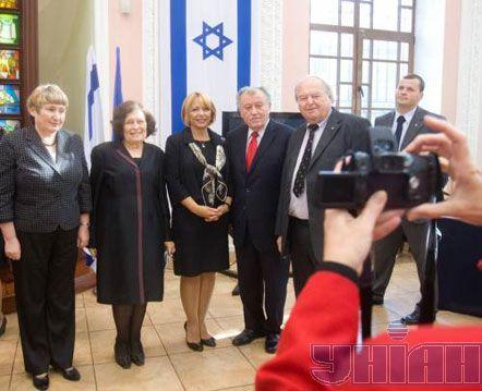 Посол Государства Израиль в Украине Зина Калай-Клайтман и Екатерина Ющенко (в центре)