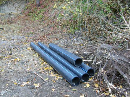 Зачем такие трубы для строительства дороги?