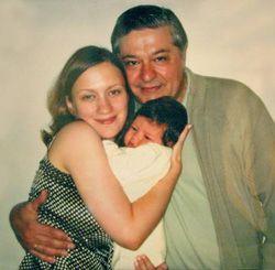 Павел Лазаренко размножается в неволе (на снимке он со второй женой - Оксаной и сыном - Иваном)