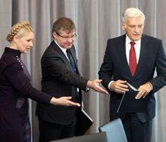 Юлія Тимошенко, Григорій Немиря та Єжі Бузек, фото з архіву УНІАН
