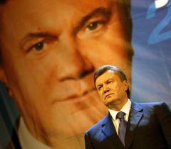 Віктор Янукович виступає перед прихильниками партії у Сімферополі. 28 січня