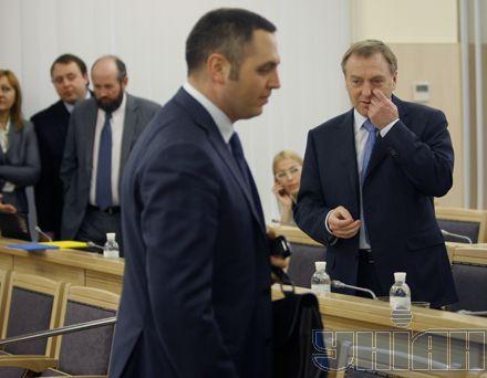 Бютовец Андрей Портнов и регионал Александр Лавринович в судебном зале ВАСУ