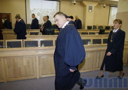 Выслушав ходатайство Тимошенко, судьи отправились в совещательную комнату