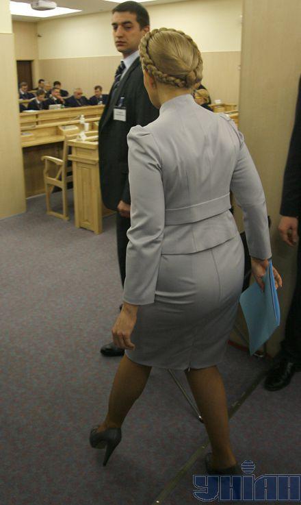 Премьер появилась в суде с опозданием...