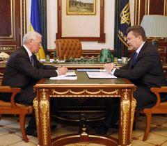 Віктор Янукович  під час зустрічі з  Миколою Азаровим. Київ, 15 березня