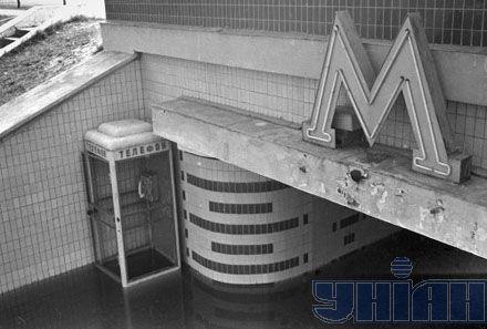 """Подтопленный подземный переход. Станция метро """"Гидропарк"""". Киев, апрель 1970 года"""