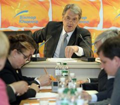Виктор Ющенко во время заседания президиума политсовета партии «Наша Украина» в Киеве. 31 марта