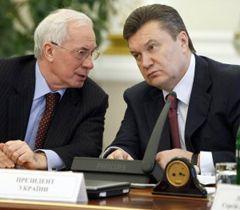 Микола Азаров і Віктор Янукович під час засідання з питань відзначення 65-ї річниці Перемоги у Великій Вітчизняній війні